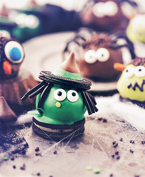 Oreo kroglice - prigrizki za zabavo za noč čarovnic