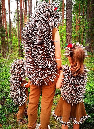 Pustni kostumi - družina ježkov - civcav.si