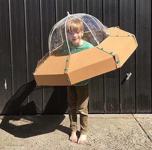 Pustni kostumi - leteči krožnik - civcav.si