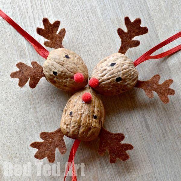 Naravni božični okraski - jelenček iz oreha - civcav.si
