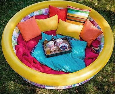Poletne otroške igre - kavč iz bazena - civcav.si
