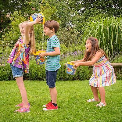 Poletne otroške igre - prelivanje kanglic - civcav.si