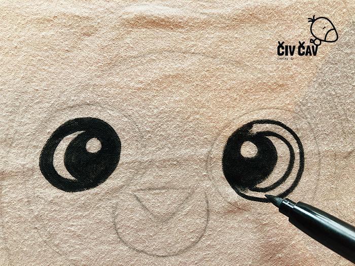 Risanje lenivca s črnim flomastrom za tekstil - civcav.si